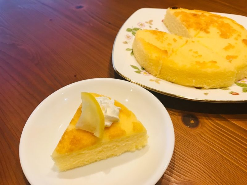 レモンチーズケーキを切り分けた図