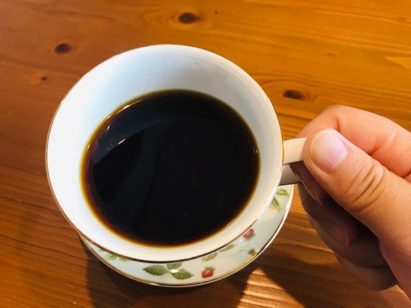 コーヒーを飲んでいる画像