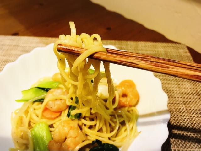 上海焼きそばを食べる画像