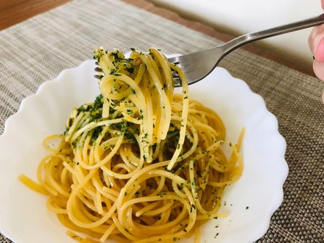 ペペロンチーノを食べる画像