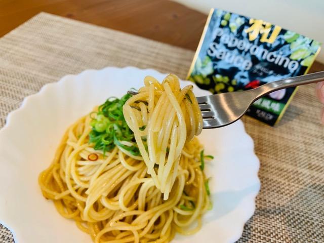 和ペペロンチーノソース山椒風味を食べる画像