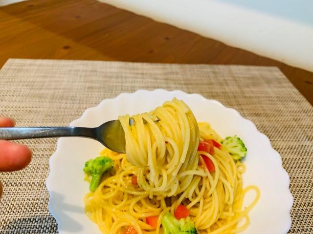 ディチェコ・スパゲッティーニを食べる画像