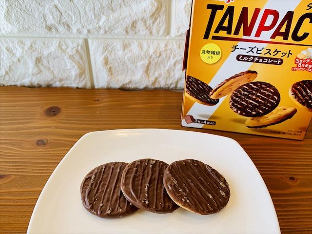 明治 タンパクト チーズビスケット ミルクチョコレート